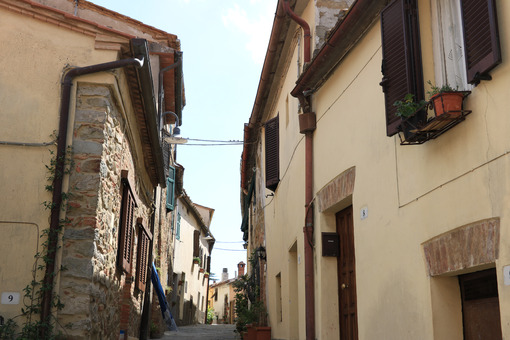 Streets of the village of Pereta, near Magliano in Maremma Tosca - MyVideoimage.com | Foto stock & Video footage
