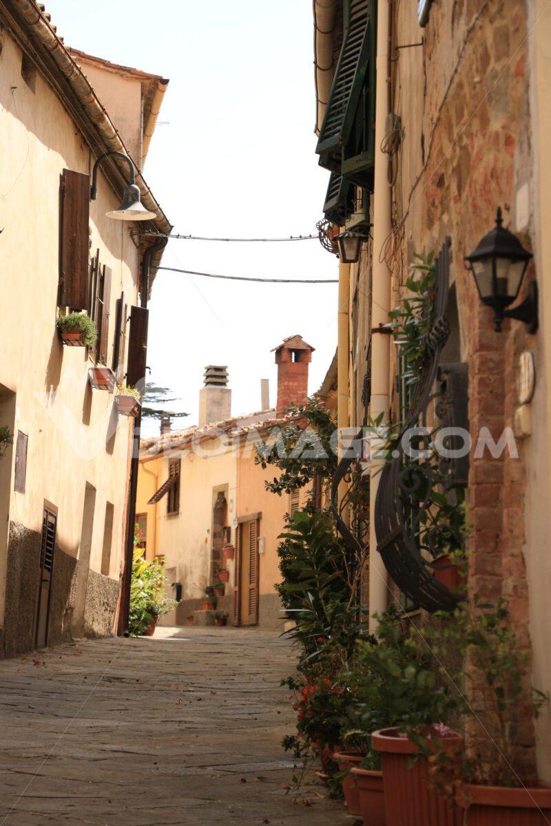 Streets of the village of Pereta, near Magliano in Maremma Tosca - MyVideoimage.com | Foto stock & Video footage