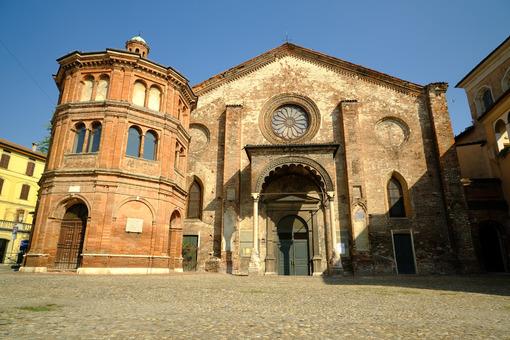 Superfetation in a church. Romanesque brick church. Stock photos. - MyVideoimage.com | Foto stock & Video footage
