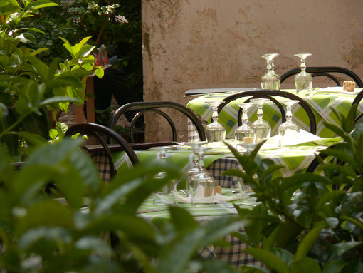 Tables set for lunch in a typical Italian tavern - MyVideoimage.com