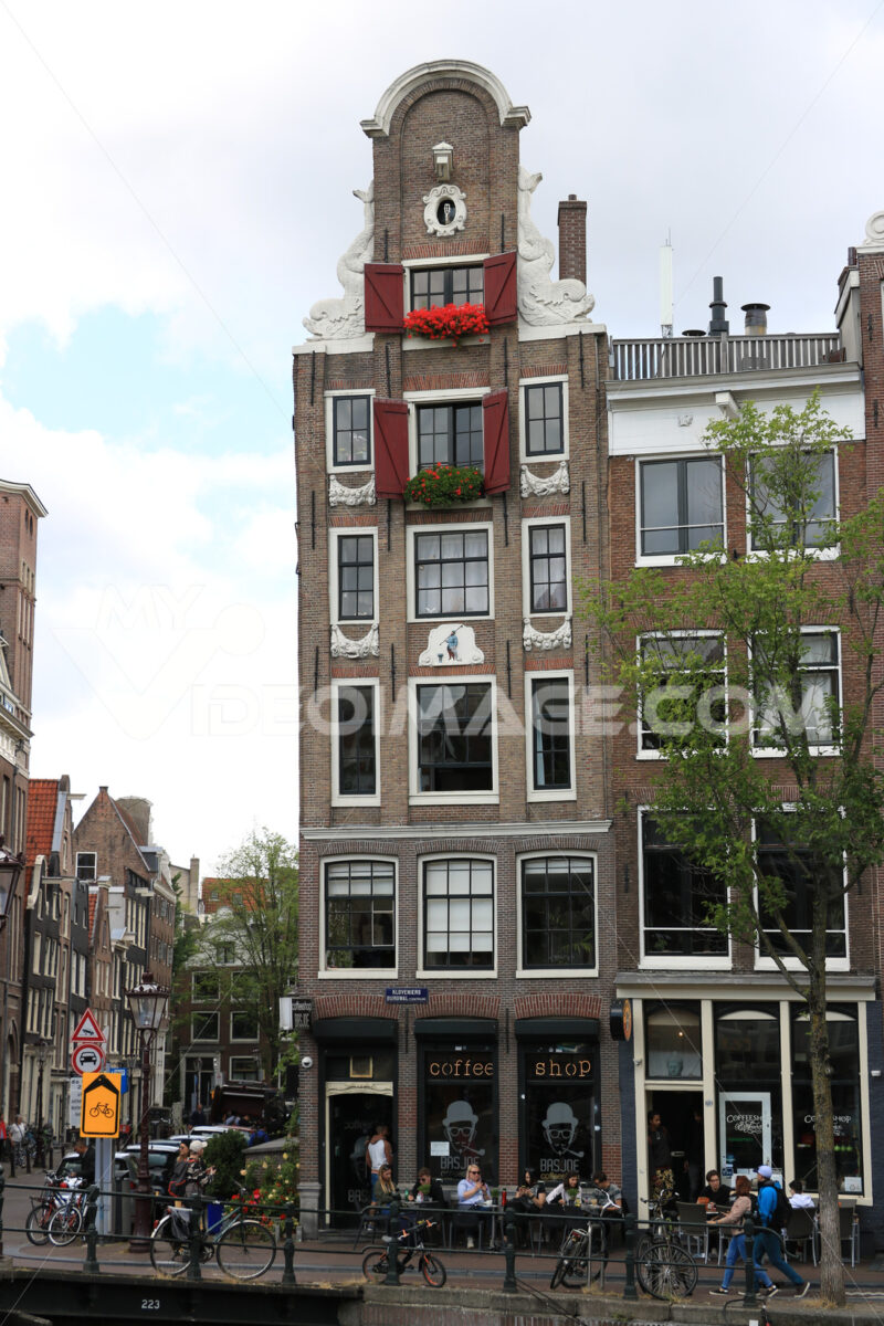 Terraced houses typical of the city of Amsterdam. Sloping facade. Amsterdam foto. Amsterdam photo