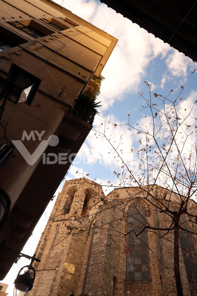 The apse of a church in Barcelona built in the Gothic period. Barcellona foto. Barcelona photo.