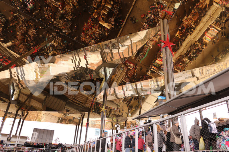 The ceiling of the Mercat Dell Encants of Barcelona. A modern building with a mirrored ceiling. -Barcellona foto. Barcelona photo.