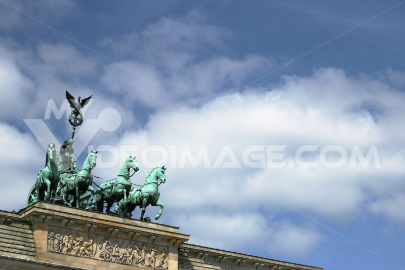 The quadriga with the satua of the Victory placed above the Bran - MyVideoimage.com