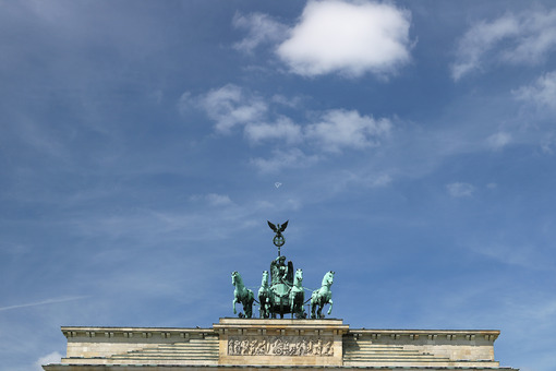 The quadriga with the statue of the Victory placed above the Bra - MyVideoimage.com