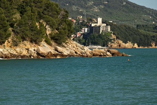 The town of Lerici and its castle overlooking the sea of Liguria - MyVideoimage.com