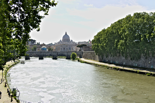 Tiber river with the Vatican and St. Peter's. - MyVideoimage.com