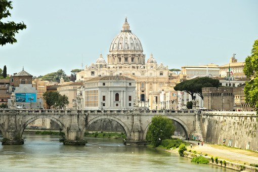 Tiber river with the Vatican and St. Peter's. - LEphotoart.com