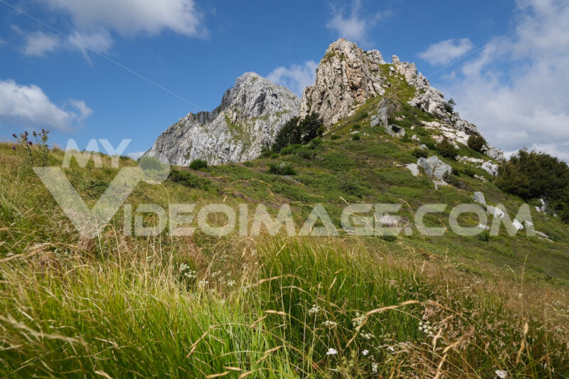 Top of the mountain of Pizzo d'Uccello. Clouds on top of a mountain in the Apuan Alps in Tuscany. Stock photos. - MyVideoimage.com | Foto stock & Video footage