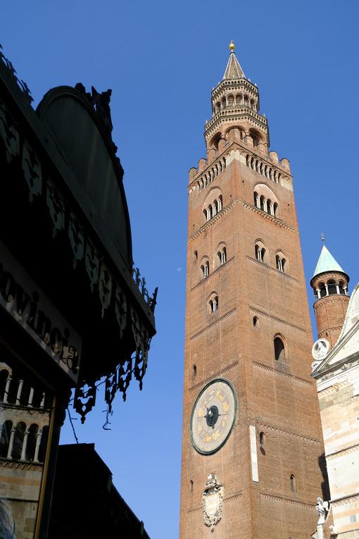 Torrazzo di Cremona. Tower symbol of Cremona. Stock photos. - MyVideoimage.com | Foto stock & Video footage