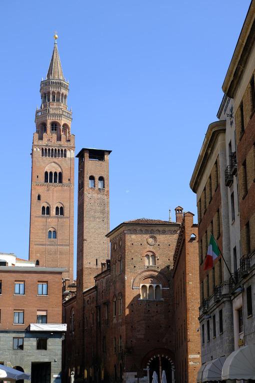 Torrazzo of Cremona. Torrazzo of Cremona and ancient palaces. Stock photos. - MyVideoimage.com | Foto stock & Video footage