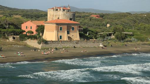 Torre della Tagliata or Puccini Tower, on the beach of Ansedonia - MyVideoimage.com