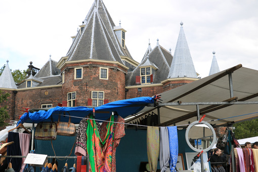 Tourist market in the city center. - MyVideoimage.com