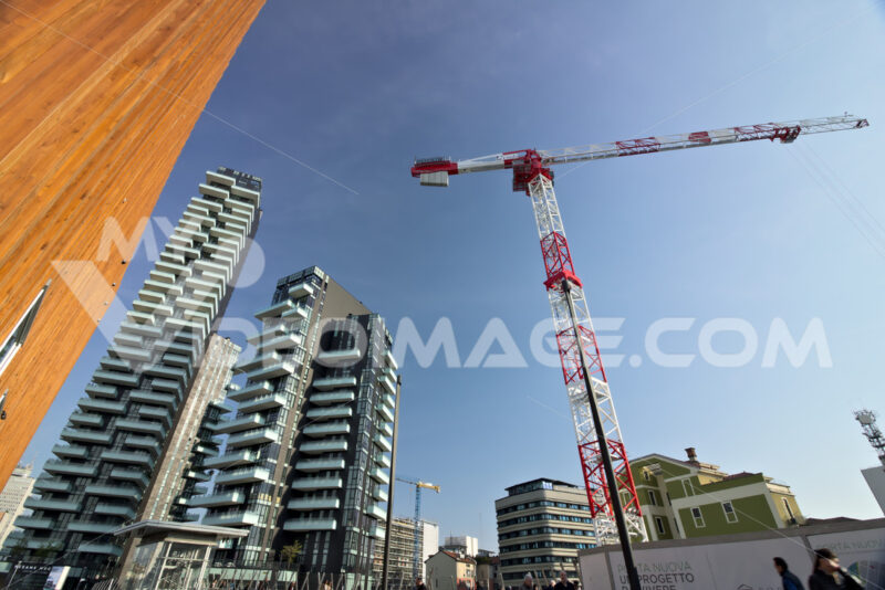 Tower crane moving on a construction site in the Business District near the Torre Solaria. Milano foto. - MyVideoimage.com