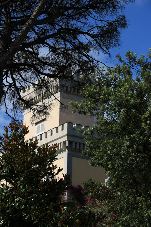 Tower of a Mediterranean villa with green park. Rich vegetation - MyVideoimage.com