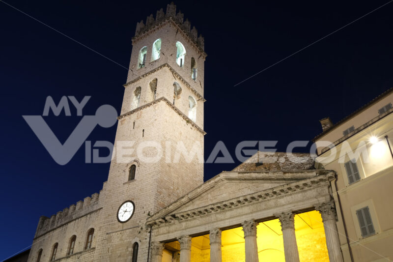 Town square of Assisi with the tower and the temple of Minerva. The city of San Francesco with the lights of the night. - MyVideoimage.com