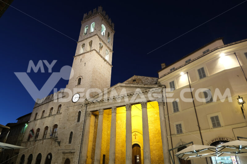 Town square of Assisi with the tower and the temple of Minerva. The city of San Francesco with the lights of the night. - LEphotoart.com