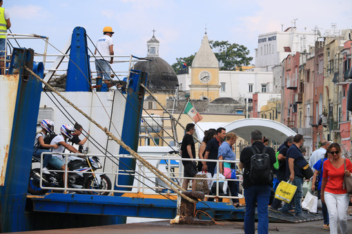 Traghetto Procida. Ferry boat  at the port of Procida, Naples. Docking stage at the pier. People intent on landing. - MyVideoimage.com | Foto stock & Video footage