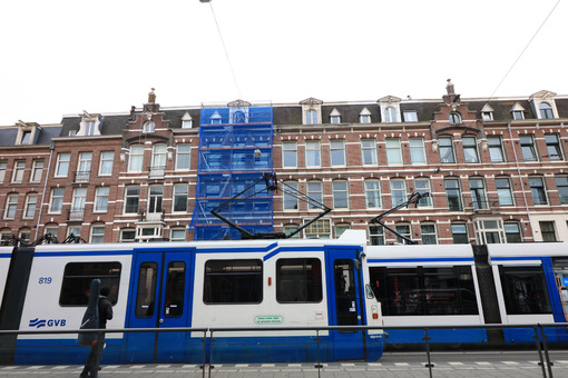 Tram and street in Amsterdam. Palaces of the De Pijp district built in the nineteenth century - MyVideoimage.com | Foto stock & Video footage