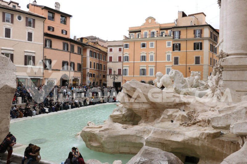 Trevi Fountain with baroque sculptures in travertine marble. - MyVideoimage.com