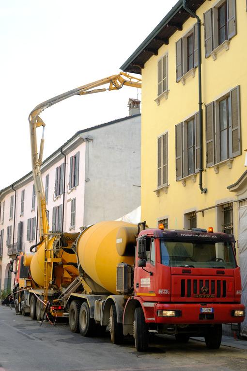 Truck mixer and concrete pump. - MyVideoimage.com | Foto stock & Video footage