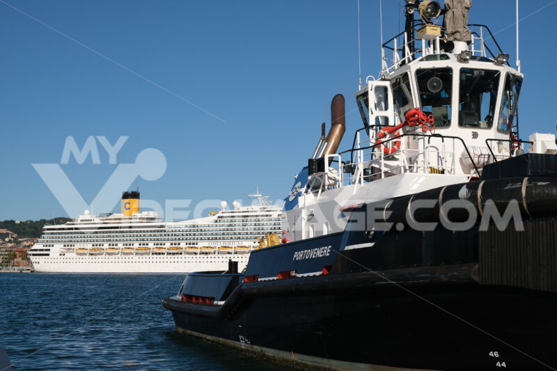 Tugboat anchored at the port of La Spezia. - LEphotoart.com