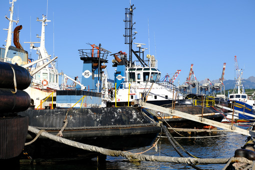 Tugboat anchored at the port of La Spezia. - LEphotoart.com