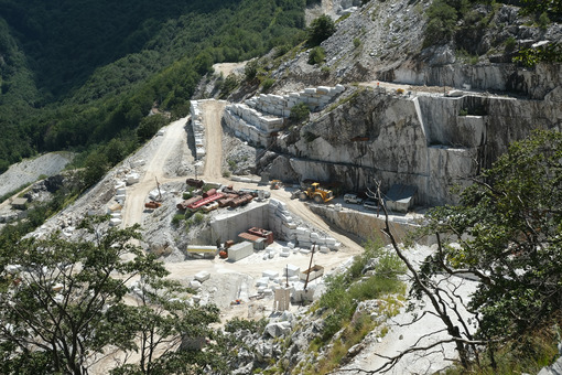 Tuscan marble quarries. Marble quarry in the Apuan Alps in Tuscany. Stock photos. - MyVideoimage.com | Foto stock & Video footage