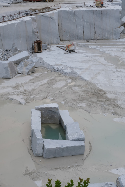 Tuscany quarries. White marble quarries on the Apuan Alps in Tuscany. Stock photos. - MyVideoimage.com | Foto stock & Video footage