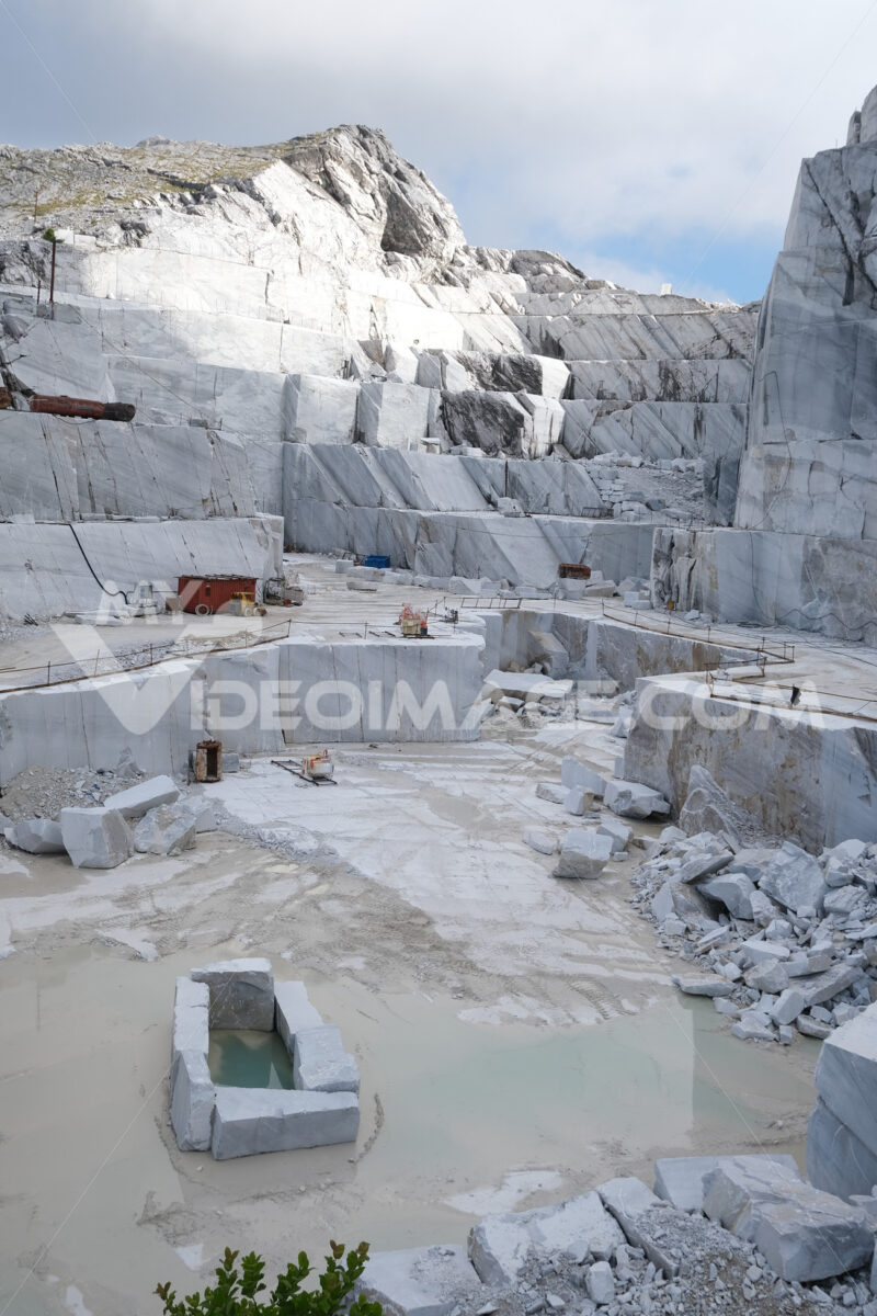 Tuscany quarry. White marble quarries on the Apuan Alps in Tuscany. Stock photos. - MyVideoimage.com | Foto stock & Video footage