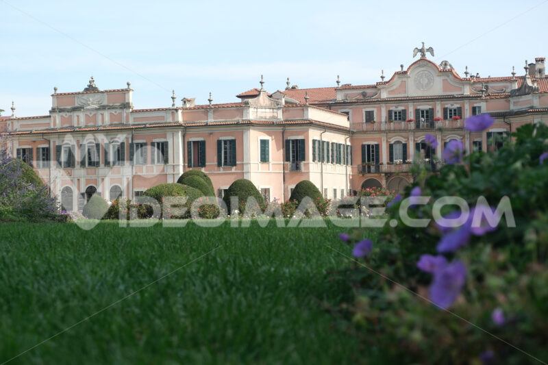 Varese gardens. Palazzo Estense. Headquarters of the Municipality of Varese. - MyVideoimage.com | Foto stock & Video footage