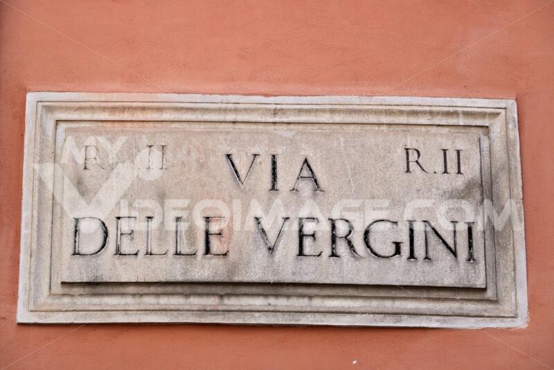 Vergini sign. Via Delle Vergini street sign in Rome. - MyVideoimage.com | Foto stock & Video footage