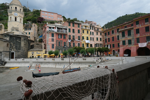 Vernazza, Cinque Terre, Liguria. Seaside village with colorful houses. Social distancing in the Coronavirus Covid-19 period. Città italiane. Italian cities.