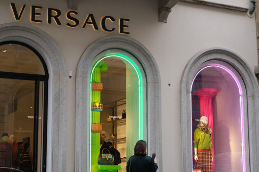 Versace Boutique with shop windows on Via Montenapoleone in Mila - MyVideoimage.com