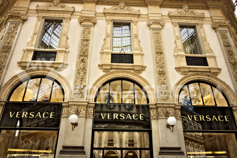 Versace shop at the Galleria Vittorio Emanuele II in Milan. - MyVideoimage.com
