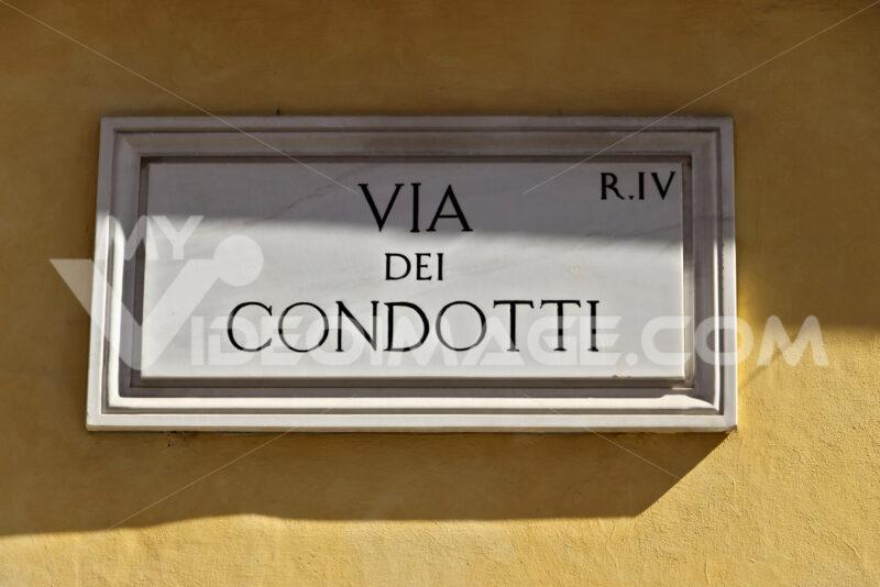 Via Dei Condotti street sign in Rome. - MyVideoimage.com | Foto stock & Video footage