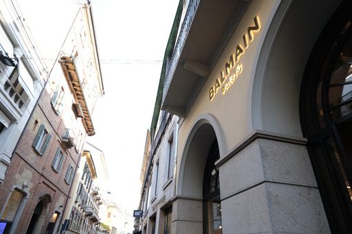 Via Montenapoleone in Milan with the fashion store Balmain Paris - MyVideoimage.com