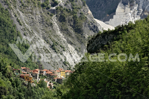 View of the village of Colonnata, where the famous lard. Foto royalty free. Toscana - LEphotoart.com
