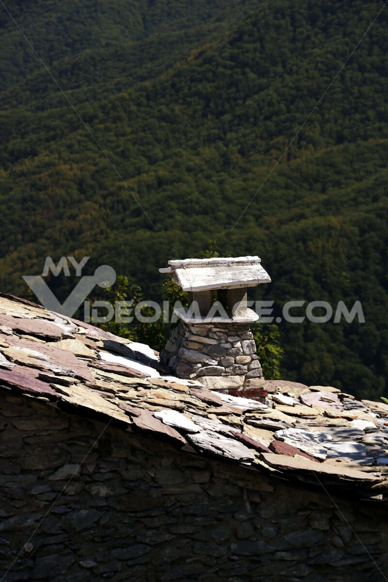 Villaggio delle Apuane. Chimney and roof completely in stone and marble. Campocatino, Garfagnana, Apuan Alps, Lucca, Tuscany. Italy. - MyVideoimage.com | Foto stock & Video footage