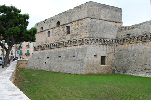 Walls of the Norman Swabian castle of Bari. The gardens with green plants and the fort built by Frederick II. Foto Bari photo.
