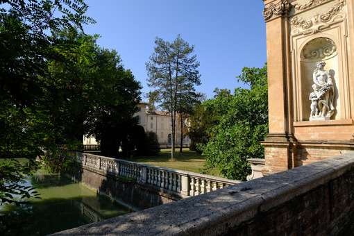 Water channel in Busseto. Park with water channel. Giuseppe Verdi Museum in Busseto. Stock photos. - MyVideoimage.com   Foto stock & Video footage