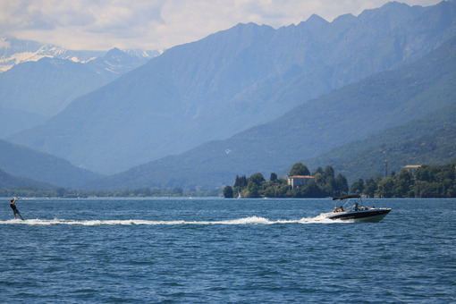 Water skiing on Lake Maggiore. A motorboat pulls a skier on the - MyVideoimage.com