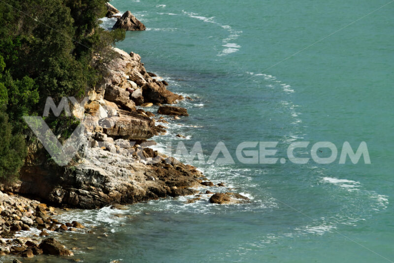 Waves of the sea break on the rocks. - MyVideoimage.com