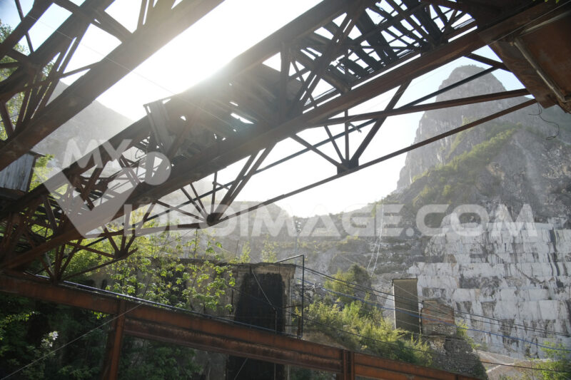 White Carrara marble quarries in the Apuan Alps in Tuscany. Steel structure of an old overhead crane. - MyVideoimage.com