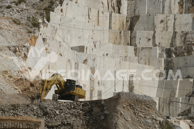 White Carrara marble quarry in Tuscany. Mountains of the Apuan Alps, blue sky and a mechanical excavator. - LEphotoart.com