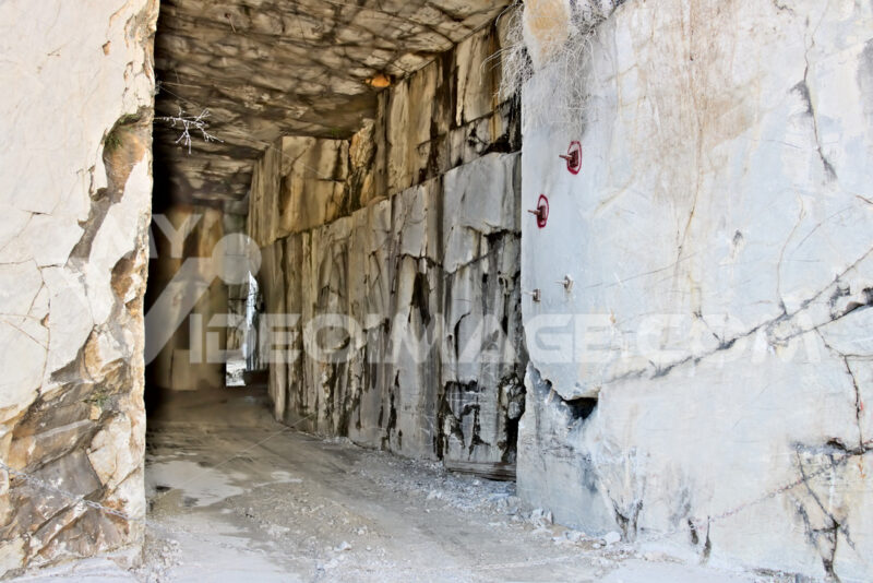 White Carrara marble quarry made in the gallery. The use of diam - MyVideoimage.com