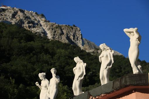 White marble sculptures exhibited in Carrara. Copies of classica - MyVideoimage.com