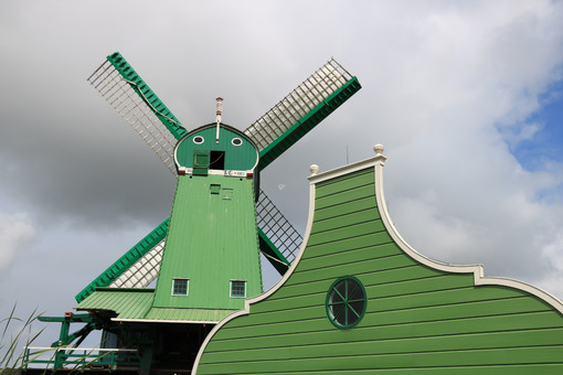 Wind energy. Windmills of Zaanse Schans, near Amsterdam. The structures were - MyVideoimage.com | Foto stock & Video footage