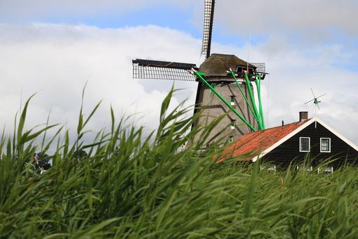 Wind mills. Windmills of Zaanse Schans, near Amsterdam. The structures were - MyVideoimage.com | Foto stock & Video footage
