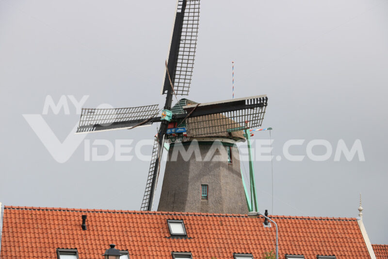 Windmills. Windmills of Zaanse Schans, near Amsterdam. The structures were - MyVideoimage.com | Foto stock & Video footage